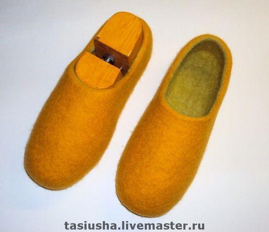 """Обувь ручной работы. Ярмарка Мастеров - ручная работа. Купить Тапки валяные """"Желто-зелёные"""". Handmade. Тапки, тапки из шерсти"""