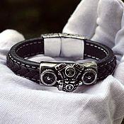 Украшения ручной работы. Ярмарка Мастеров - ручная работа Байкерский кожаный браслет с Двигателем и Колесами из ювелирной стали. Handmade.