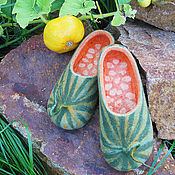 Обувь ручной работы. Ярмарка Мастеров - ручная работа Здравствуй Осень! Мужские домашние тапочки-тыквы. Handmade.