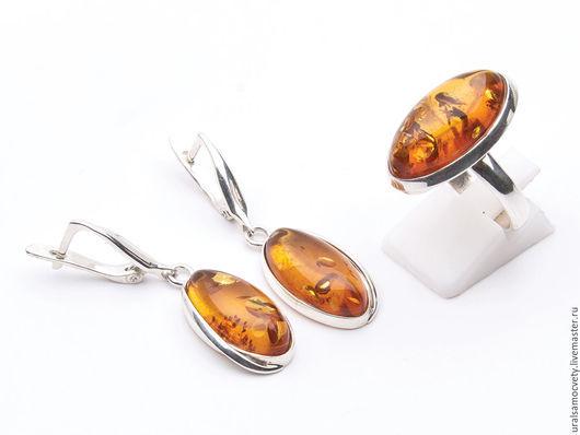 Праздничный комплект - кольцо и серьги из натурального янтаря, в серебре 925 пробы ( проба стоит! ). Сделайте приятный подарок себе или близким!