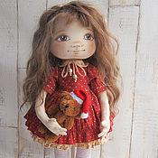 Куклы и игрушки ручной работы. Ярмарка Мастеров - ручная работа Текстильная кукла Аглая в платье кирпичного цвета с мишкой. Handmade.