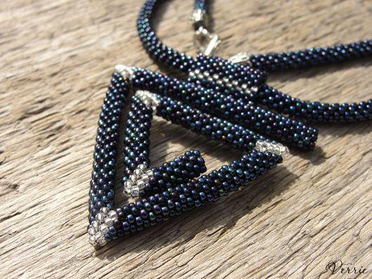 """Кулоны, подвески ручной работы. Ярмарка Мастеров - ручная работа. Купить Кулон из бисера """"Spiral Triangle"""". Handmade. Тёмно-синий"""
