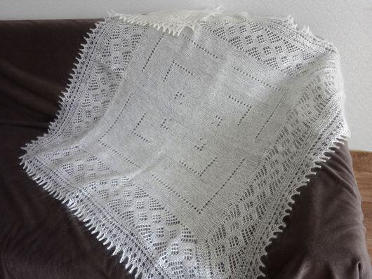 Белый вязаный пуховый платок ручная работа, 100х95 см.