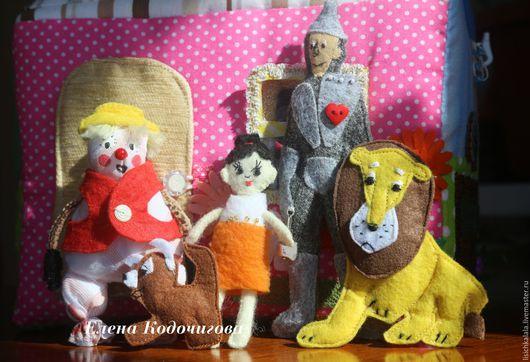 """Развивающие игрушки ручной работы. Ярмарка Мастеров - ручная работа. Купить Сказочный домик-сумка по мотивам сказки """"Волшебник изумрудного города"""". Handmade."""