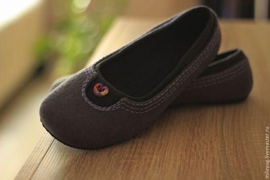 """Обувь ручной работы. Ярмарка Мастеров - ручная работа. Купить """"Нескучный серый"""" валяные тапочки-балетки. Handmade. Темно-серый"""