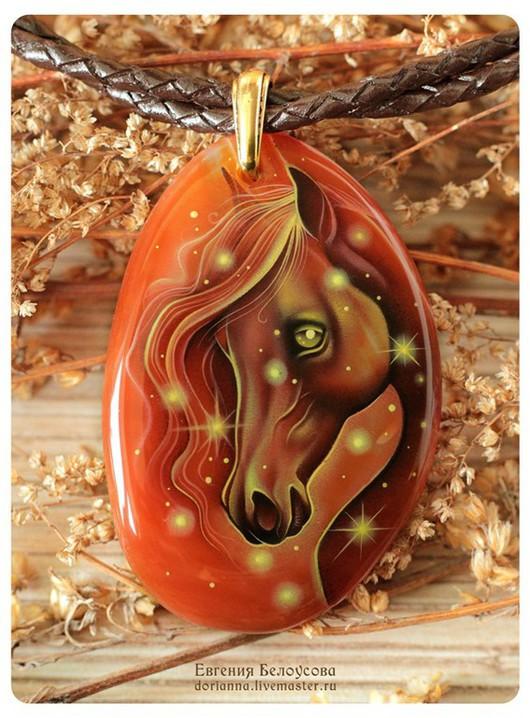 """Кулоны, подвески ручной работы. Ярмарка Мастеров - ручная работа. Купить Кулон с росписью """"Горячее сердце"""" (лошадь, звезды, лаковая миниатюра). Handmade."""