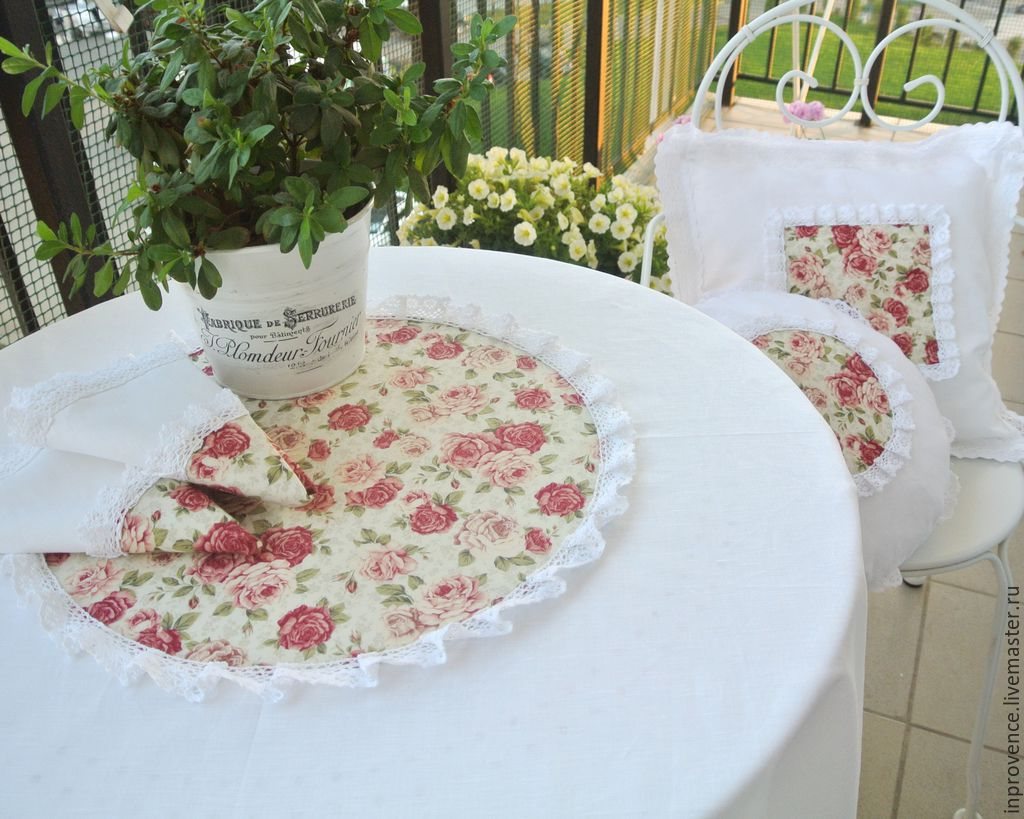 Set of table linen with roses of white linen and cotton lace. Tablecloth with napkins in the style of Shabby Chic
