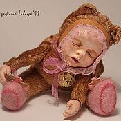 Куклы и игрушки ручной работы. Ярмарка Мастеров - ручная работа Кукла-сувенир Спящий малыш в коляске.. Handmade.