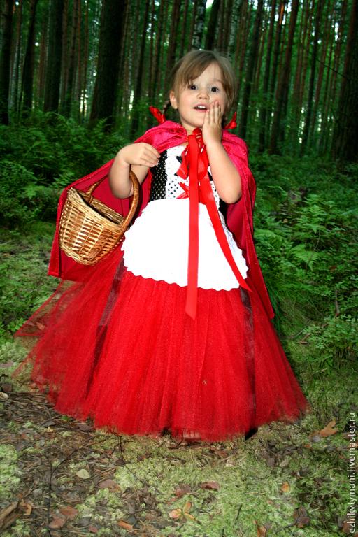 В комплекте пышное платье, фартучек из хлопка, накидка из атласа.  Все наряды шьются по индивидуальным меркам.