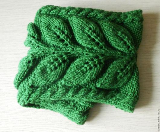 Шали, палантины ручной работы. Ярмарка Мастеров - ручная работа. Купить Зеленая веточка - снуд в два оборота с косами. Handmade.