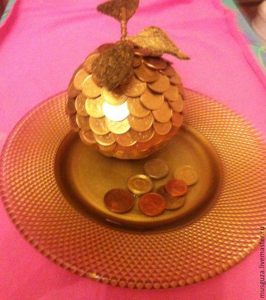 Подарочные наборы ручной работы. Ярмарка Мастеров - ручная работа. Купить Яблоко из монет на золотой тарелочке. Handmade. Золотой