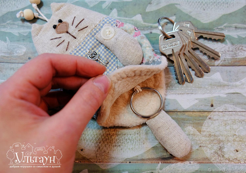 Ключница с хвостиком и ушками из ткани Зайчонок