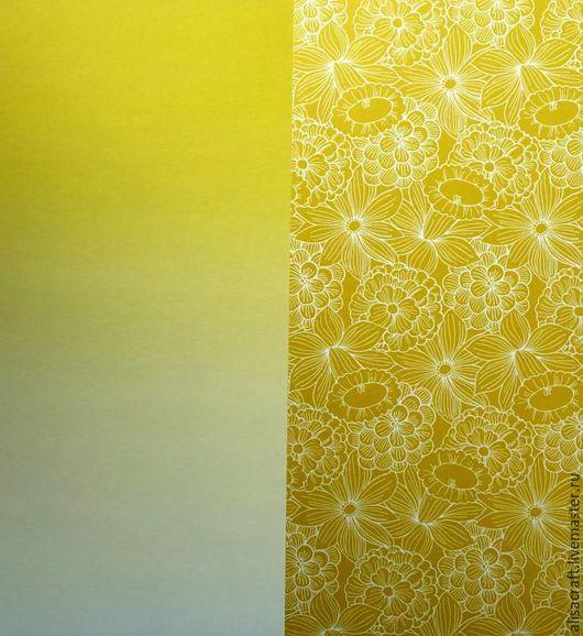 Два листа бумаги из набора: с рисунком (цветы) и фоновая (в желтых тонах).  Фоновая бумага имеет плавный переход: от светлого к более темному, но оба цвета подходят к рисунку (цветы).