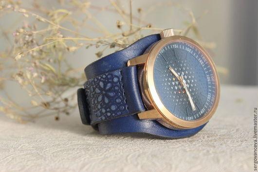 """Часы ручной работы. Ярмарка Мастеров - ручная работа. Купить Часы наручные  """"Индиго"""". Handmade. Синий, часы на широком ремешке"""