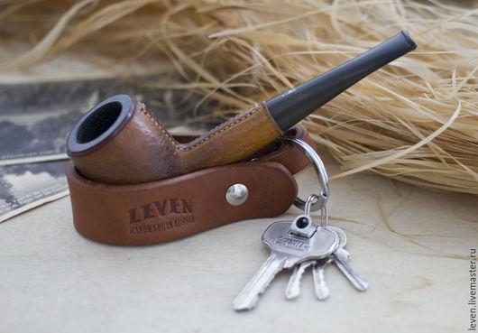 Подарки для мужчин, ручной работы. Ярмарка Мастеров - ручная работа. Купить Подставка для трубки - брелок для ключей, кожа растительного дубления. Handmade.