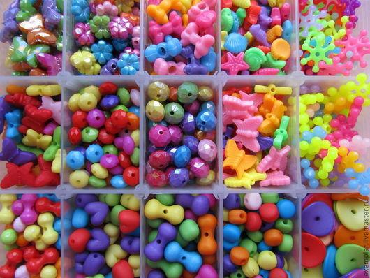 Бусины пластиковые различных форм и цветов.\r\nДетальные фото с описаниями- ниже.