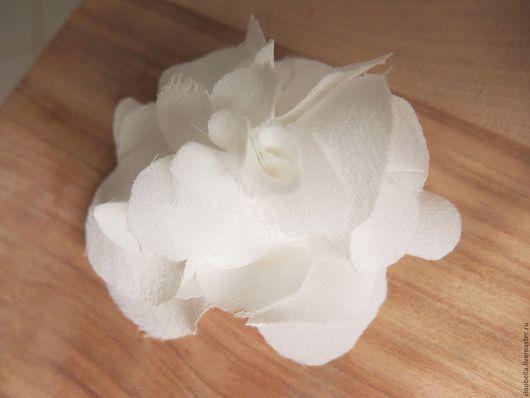 """Броши ручной работы. Ярмарка Мастеров - ручная работа. Купить Брошка/заколка """"Белая роза"""", шелк. Handmade. Белый, брошка цветок"""