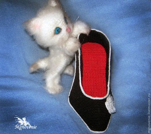 Игрушки животные, ручной работы. Ярмарка Мастеров - ручная работа. Купить Котенок в туфле. Handmade. Белый, вязаный котенок
