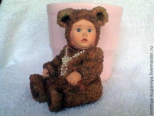 Другие виды рукоделия ручной работы. Ярмарка Мастеров - ручная работа. Купить Малышка в костюме мишки в бусах. Handmade.