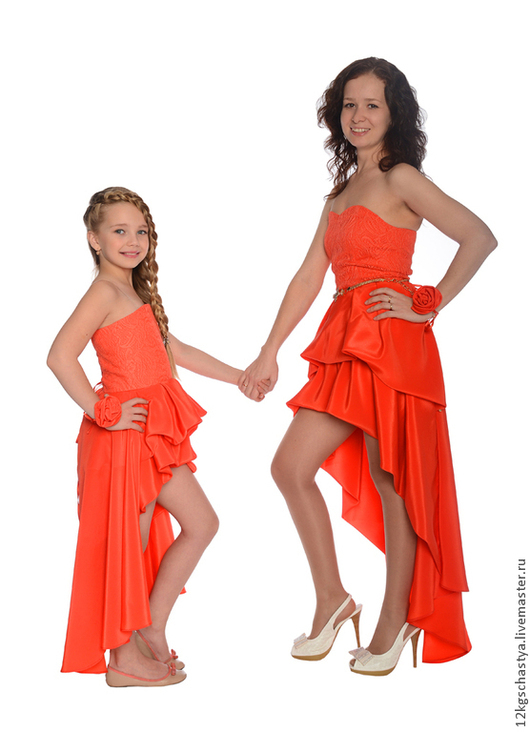 Платья ручной работы. Ярмарка Мастеров - ручная работа. Купить Одинаковые платья для мамы и дочки со шлейфом, комплект. Handmade.