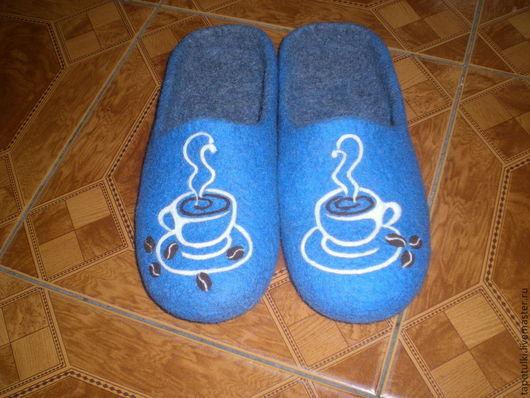 """Обувь ручной работы. Ярмарка Мастеров - ручная работа. Купить Тапочки мужские """"Чашка кофе"""". Handmade. Голубой, тапочки валяные"""