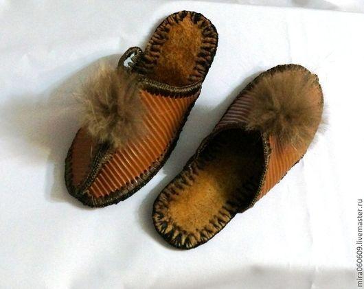 Обувь ручной работы. Ярмарка Мастеров - ручная работа. Купить Тапочки. Handmade. Темно-серый, кожаные тапочки, помпоны
