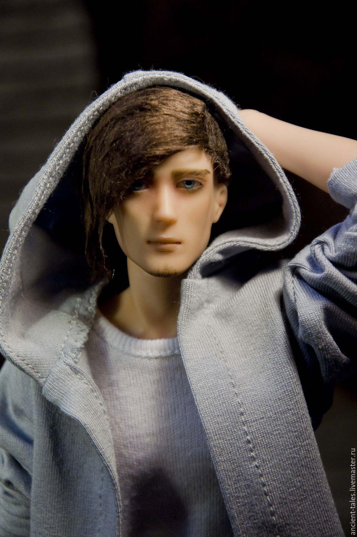 мужик еёт куклу