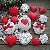 Подарки к праздникам ручной работы. Ярмарка Мастеров - ручная работа Вязаные пряники для влюбленных. Handmade.