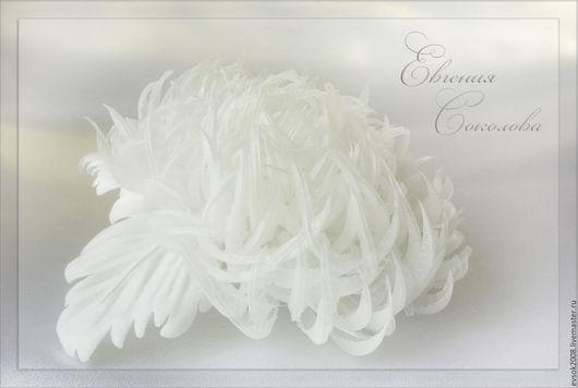 Свадебные украшения ручной работы. Ярмарка Мастеров - ручная работа. Купить Белая хризантема из шёлка. Handmade. Хризантема, брошь цветок