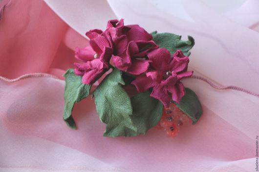 брошь из кожи     цветы из кожи     мелкий цветочек     маленькая брошь     брошь-булавка         брошь ручной работы     купить брошь цветок     купить брошь из кожи