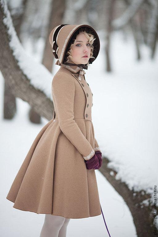 Демисезонное пальто в стиле `Лолита`