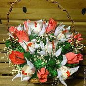 Подарки к праздникам ручной работы. Ярмарка Мастеров - ручная работа Цветочная конфетная корзина. Handmade.
