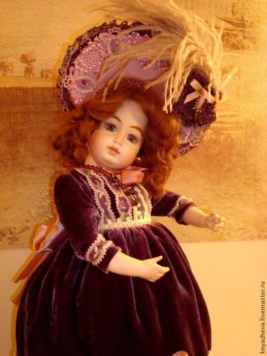 Коллекционные куклы ручной работы. Ярмарка Мастеров - ручная работа. Купить Фарфоровая  коллекционная кукла в сиреневом  винтажном платье. Handmade.