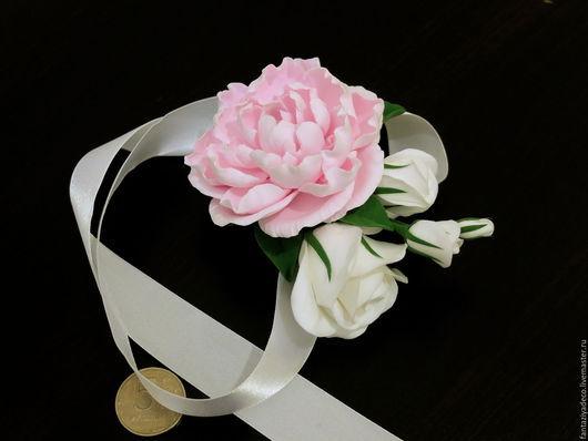 Свадебные украшения ручной работы. Ярмарка Мастеров - ручная работа. Купить Браслет с пионом и розой из полимерной глины для подружки невесты. Handmade.