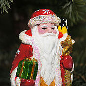 Подарки к праздникам ручной работы. Ярмарка Мастеров - ручная работа Ёлочная игрушка на прищепке Дед мороз (фигурка). Handmade.