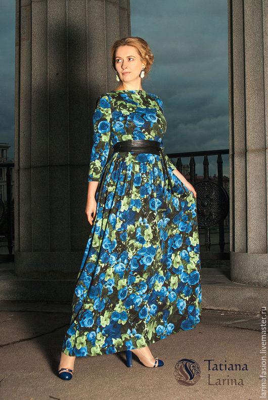 Нарядное платье из хлопка. Это женское платье сшито из итальянского трикотажа высокого качества. Длинна в пол, цветочный рисунок и женственный силуэт платья определяют романтичный стиль изделия.
