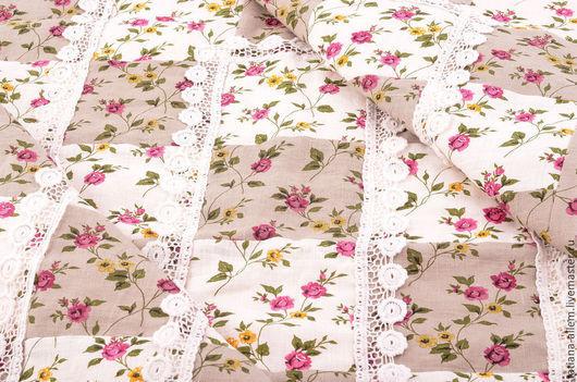 """Пледы и одеяла ручной работы. Ярмарка Мастеров - ручная работа. Купить Детское льняное одеяло для девочки """"Нежность"""". Печворк. Handmade."""