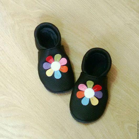 Детская обувь ручной работы. Ярмарка Мастеров - ручная работа. Купить Пинетки, чешки, тапочки Цветик-семицветик. Handmade. Комбинированный