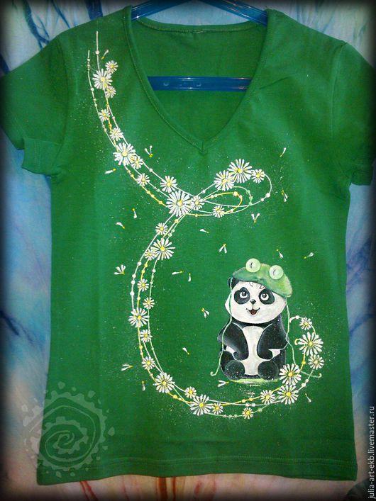 Ручная роспись одежды. Футболка Панда в ромашках