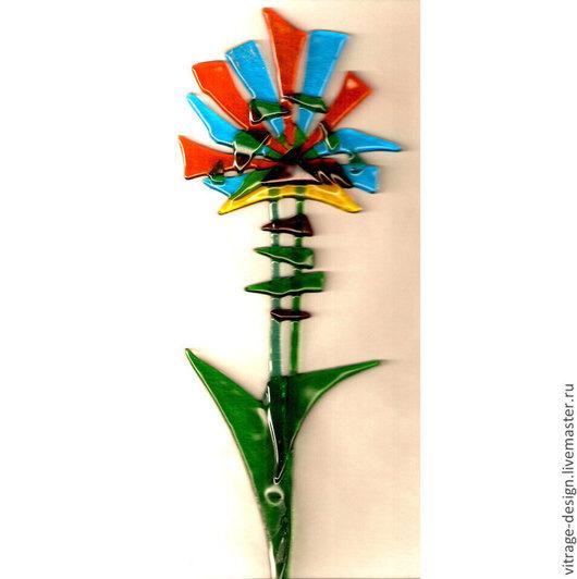 Декор для горшечных цветов выполнен вручную из цветного стекла в технике спекания. Создаст композицию с комнатными цветами.