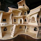 Кукольные домики ручной работы. Ярмарка Мастеров - ручная работа Кукольный домик из массива дерева. Handmade.