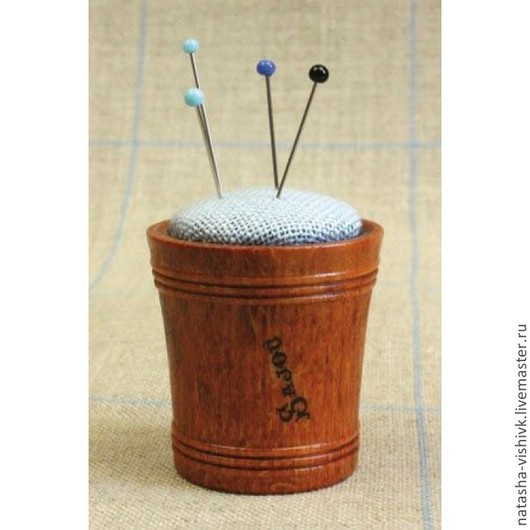 Вышивка ручной работы. Ярмарка Мастеров - ручная работа. Купить Игольница в деревянной коробочке с льняной подушечкой Sajou. Handmade. Разноцветный