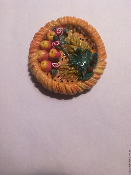 Магнитик на холодильник `Лепёшка с фруктами`.