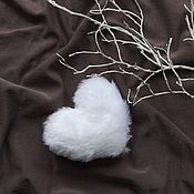Подарки к праздникам ручной работы. Ярмарка Мастеров - ручная работа Сердце белое и пушистое. Handmade.