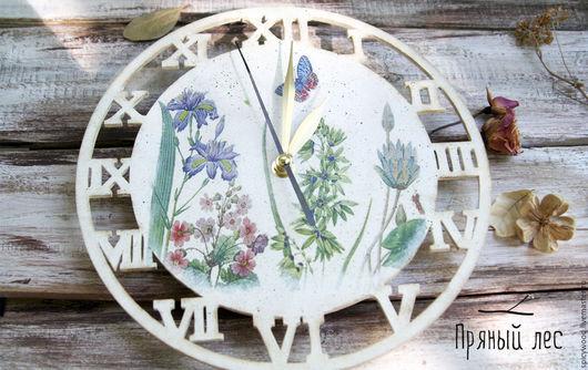 Белые часы в стиле прованс. Очень нежная и приятная интерьерная вещь. Часы в технике декупаж яркие и красивые, можно повесить как на кухне, так и в спальне