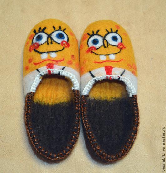 """Обувь ручной работы. Ярмарка Мастеров - ручная работа. Купить Валяные вручную детские тапочки """" Спанч Боб """" 100% шерсть. Handmade."""
