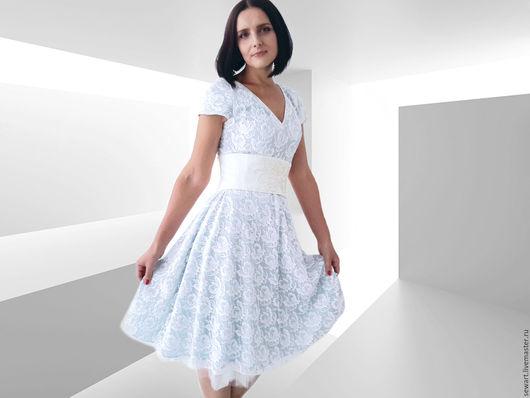 Платья ручной работы. Ярмарка Мастеров - ручная работа. Купить Нежно-голубое платье в стиле 50-х из итальянского гипюра. Handmade.