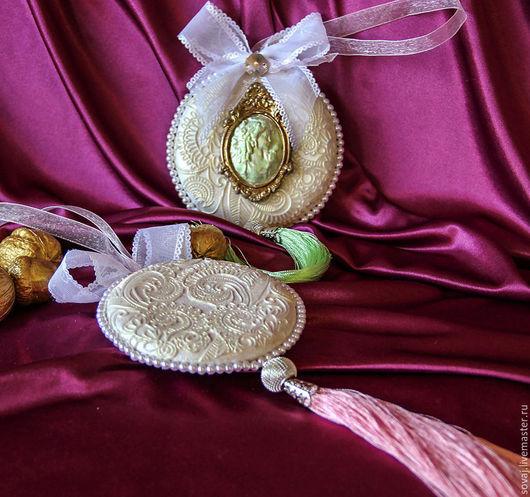 """Подвески ручной работы. Ярмарка Мастеров - ручная работа. Купить Керамический подвес  медальон """" Золотые кружева"""". Handmade."""