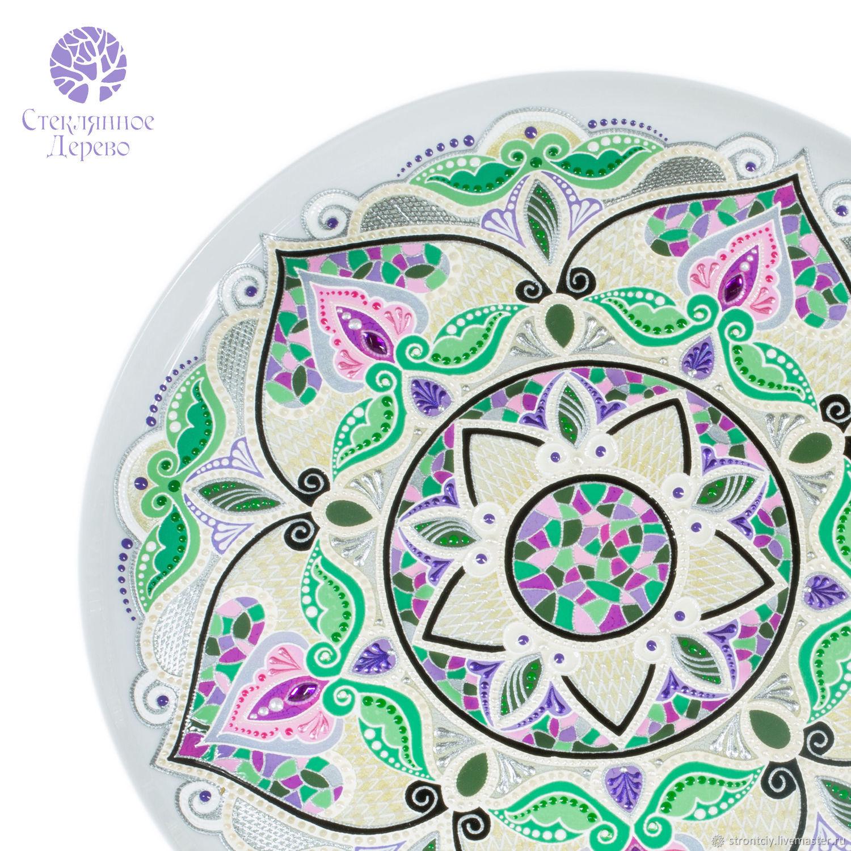 `Стамбульский Тюльпан` тарелка декоративная настенная керамическая с турецким орнаментом (мандала `тюльпан`). Ручная точечная и витражная лаковая роспись.