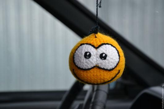 В машину, очень прикольно смотрится)))